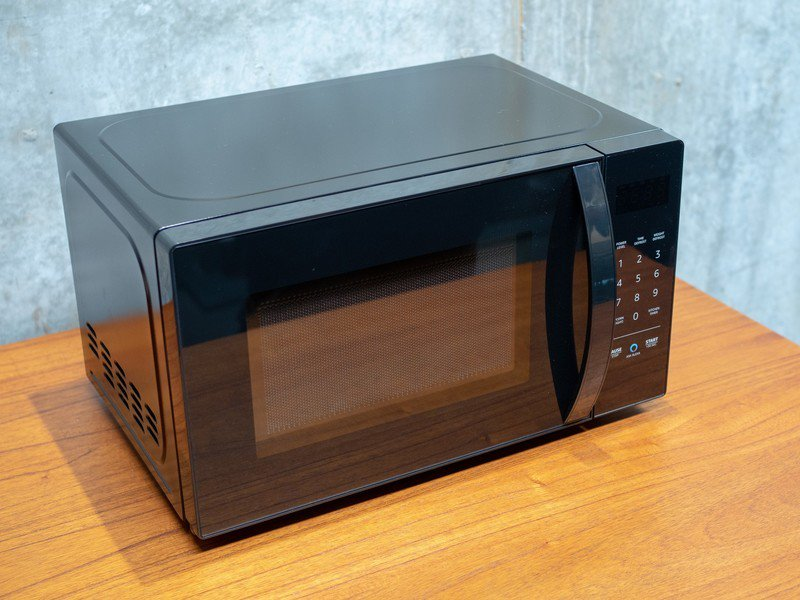 Photo of Should I buy the AmazonBasics Microwave?